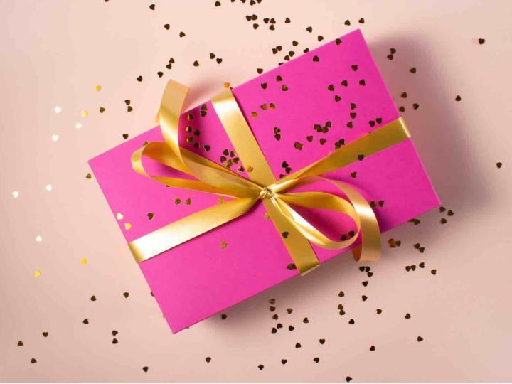 8 березня – що подарувати жінці?