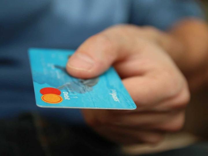 А знаете ли вы, как освободиться от долгов? Почему они возникают и что делать, когда ты попал в долговую яму?
